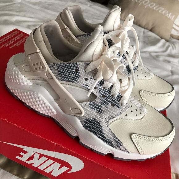 d3ed3d8ff004 Nike Shoes - Tan Jean Huaraches
